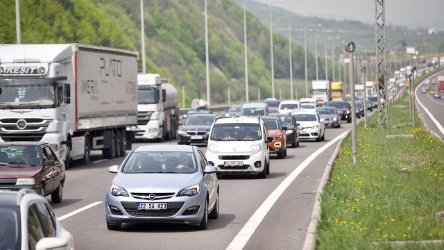 Bolu Dağı Tünelinden 2 günde 100 binden fazla araç geçti
