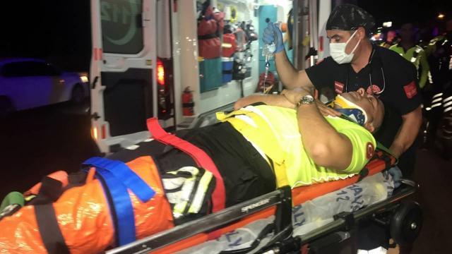 Antalyada trafik polisleri kaza yaptı, 1i hafif yaralandı