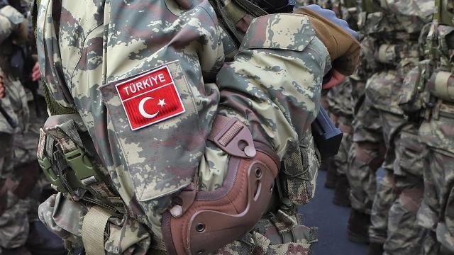 Pençe-Yıldırım Harekatında şehit düşen uzman çavuş Mehmet Kırmızının cenazesi Adanaya getirildi
