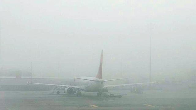 """Bazı uçak seferlerine """"sis"""" engeli"""