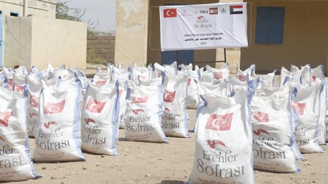 TİKA, Sudandaki Eritreli mültecilere 20 ton gıda yardımında bulundu