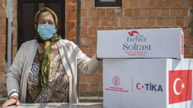 TİKA, Bosna Hersekte ihtiyaç sahibi 1000 aileye gıda ve hijyen paketi dağıttı