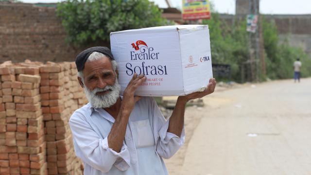 TİKAdan Pakistanda 4 bin aileye 55 tonluk ramazan yardımı