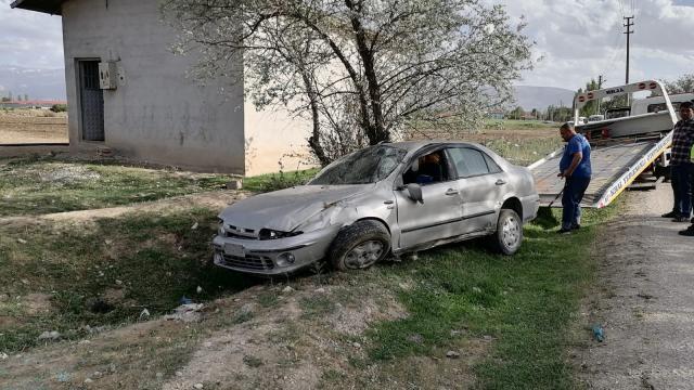 Konyada şarampole devrilen otomobildeki 6 kişi yaralandı