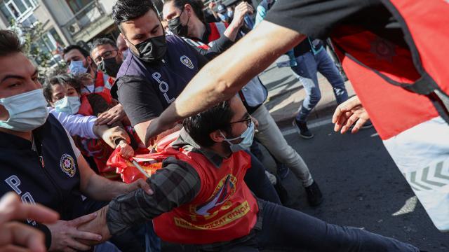 Taksime çıkmaya çalışan 212 kişi gözaltına alındı