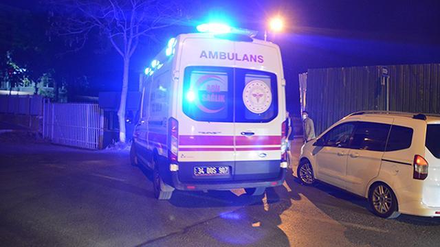 Sivasta minibüs duvara çarptı: 4 yaralı