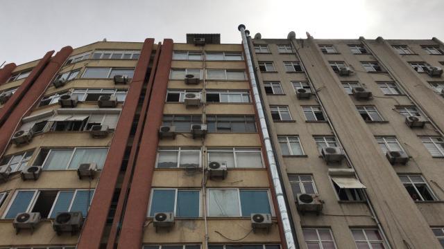 Adanada 9 katlı binanın çatısından düşen kadın hayatını kaybetti