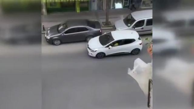 İstanbulda 8 yaşındaki oğluna araba kullandıran baba gözaltına alındı