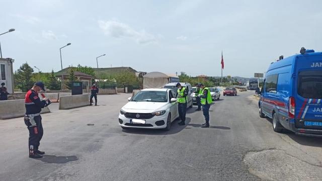 Kırıkkalede sokağa çıkma kısıtlamasını ihlal eden 20 kişiye 58 bin 642 lira ceza kesildi