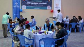 TDV Afganistan'da yetimlere iftar verdi