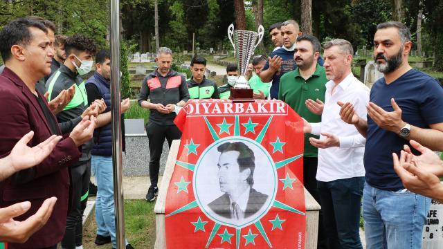 Diyarbekirspor şampiyonluk kupasını Şehit Gaffar Okkana götürdü