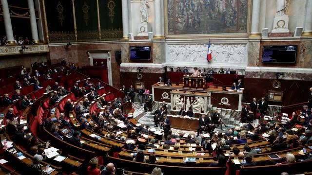 Fransada emekli generallerin siyasi gruplara iç savaş uyarısı yaptığı ortaya çıktı