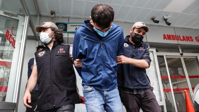 İstanbulda plastik patlayıcı ele geçirilmesine ilişkin 3 şüpheli adliyeye sevk edildi