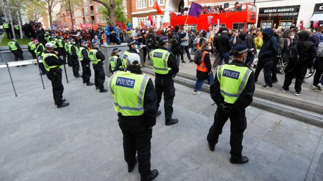 İngilterede polise yeni yetkiler veren yasa tasarısı protesto edildi