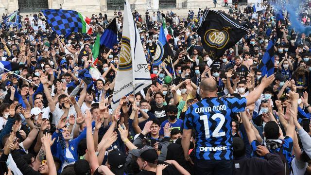 İtalyada gündem Inter taraftarlarının şampiyonluk kutlaması
