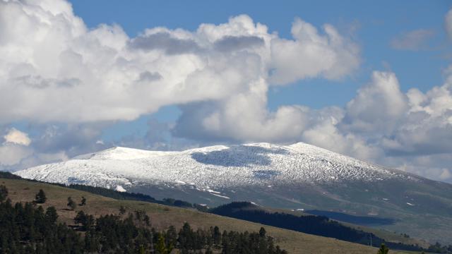 Karsta yüksek kesimlere kar yağdı