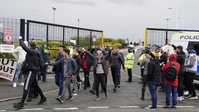 "Manchester United taraftarı ""Avrupa Süper Ligi""ni protesto etti"