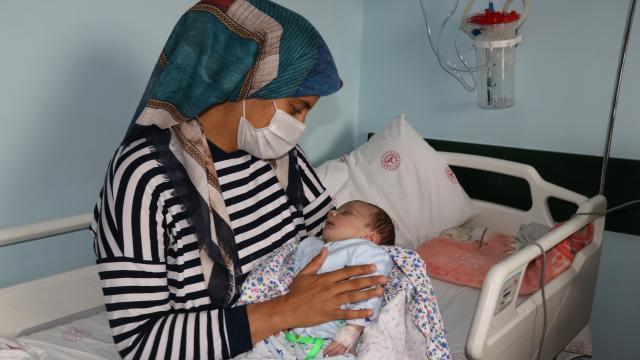 Adem bebek doğduktan 21 gün sonra annesine kavuştu