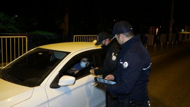"""Kayseride polisin """"dur"""" ihtarına uymayan ehliyetsiz sürücü kovalamaca sonucu yakalandı"""