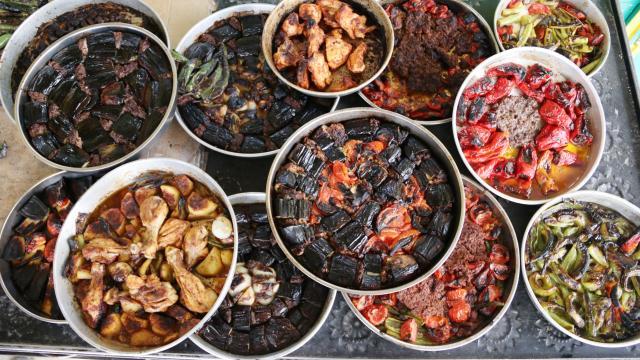 Şanlıurfanın taş fırınlarında pişen lezzetleri ramazan sofralarını süslüyor