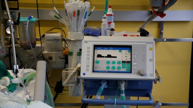 Hollandada solunum cihazına bağlı 2 hasta, elektrik kesintisi nedeniyle öldü
