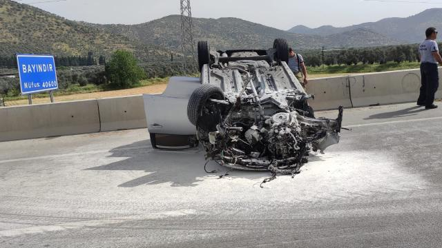 Bayındırda otomobil beton bariyere çarptı: 1 yaralı