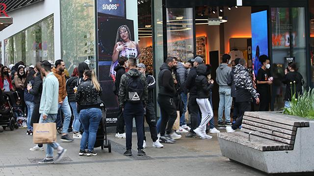 Viyanada salgın tedbirleri gevşetildi: Alışveriş merkezleri yeniden açıldı