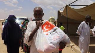 Sudan'daki Türk iş insanları ihtiyaç sahibi ailelere 1500 gıda kolisi ile ramazan yardımında bulundu