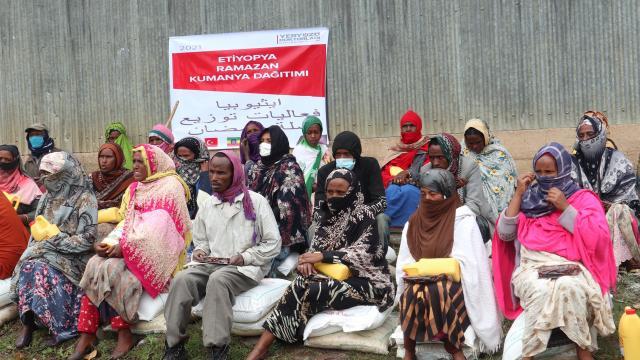 Yeryüzü Doktorları Etiyopyadaki 400 aileye kumanya dağıttı