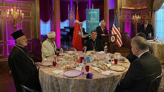 Türkiye ABDde 3 dinin temsilcisini iftarda bir araya getirdi