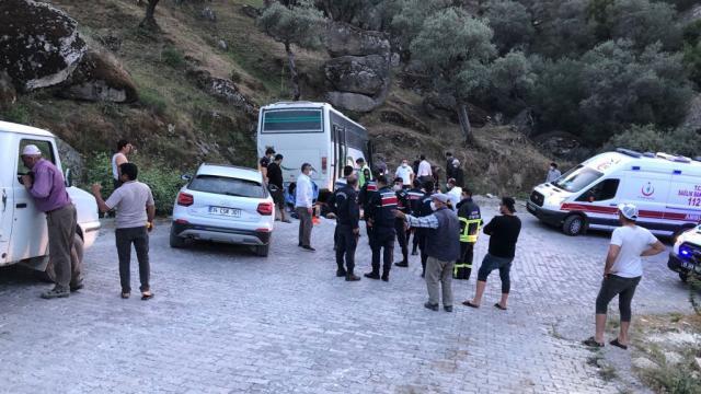 Aydında işçileri taşıyan midibüs kaza yaptı: 14 yaralı