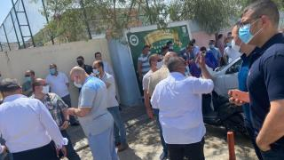 Yüzlerce veli FETÖ'nün okulunu protesto etti