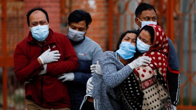 Hindistanda son 24 saatte 4 bin 77 kişi hayatını kaybetti