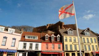 İngiltere ile Fransa'yı karşı karşıya getiren Jersey Adası