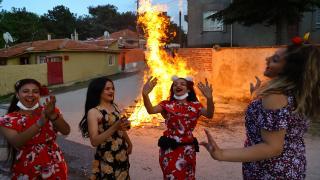 Romanlar bu senede Kakava'yı sembolik olarak kutladı