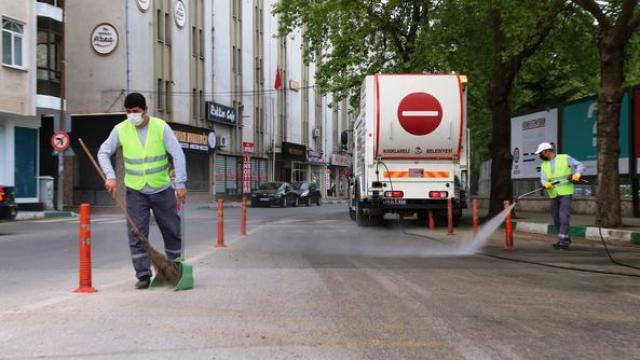 Kırklarelinde cadde ve sokaklar dezenfekte edildi