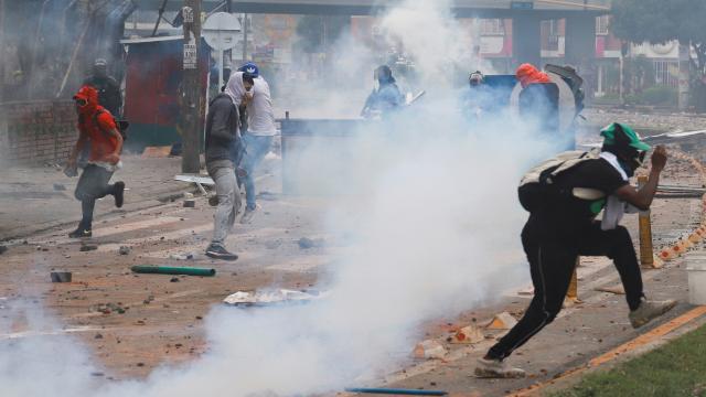Kolombiyada vergi reformu karşıtı gösterilerde en az 17 kişi öldü