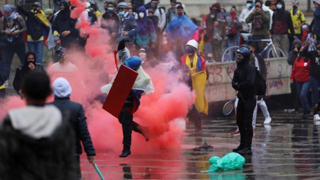Kolombiyada hükümet karşıtı protestolar askıya alındı