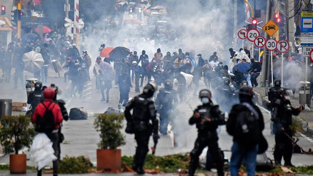 """Kolombiyada """"vergi"""" protestolarında can kaybı artıyor"""