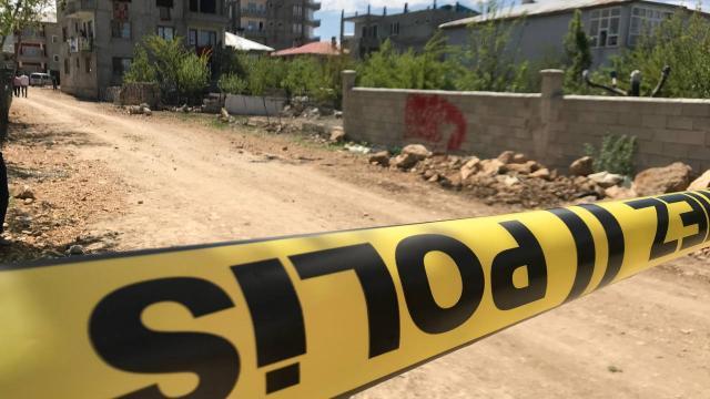 İzmirde arazide vücut parçaları ve tıbbi atıklar bulundu