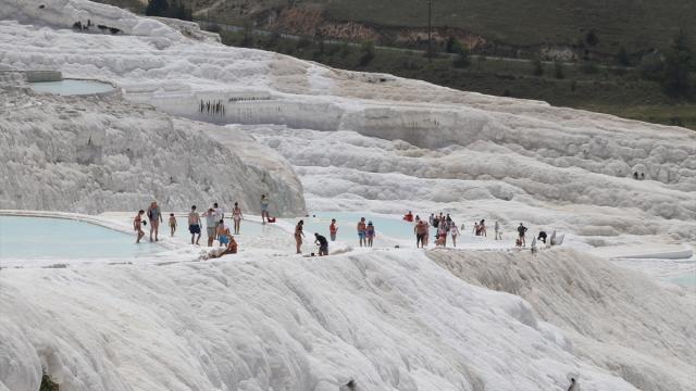 Pamukkaleyi 1 milyondan fazla turist gezdi