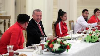 Cumhurbaşkanı Erdoğan milli sporcularla iftarda buluştu