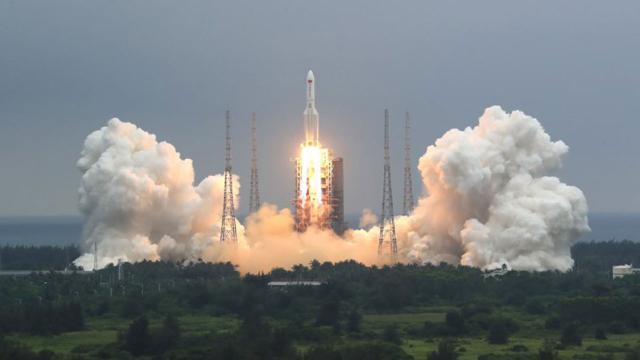 Çin roketi alarmı: Kontrolden çıktı, parçaları Dünyaya düşecek