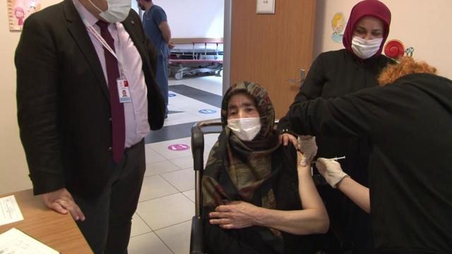 Sultanbeylide ikna edilen 15 bin kişi COVID-19 aşısı oldu