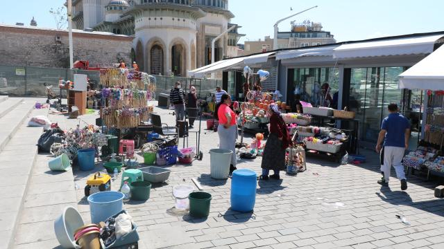 Taksim Meydanındaki çiçekçiler yeni yerlerine taşındı