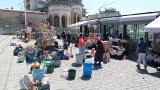 Taksim Meydanı'ndaki çiçekçiler yeni yerlerine taşındı