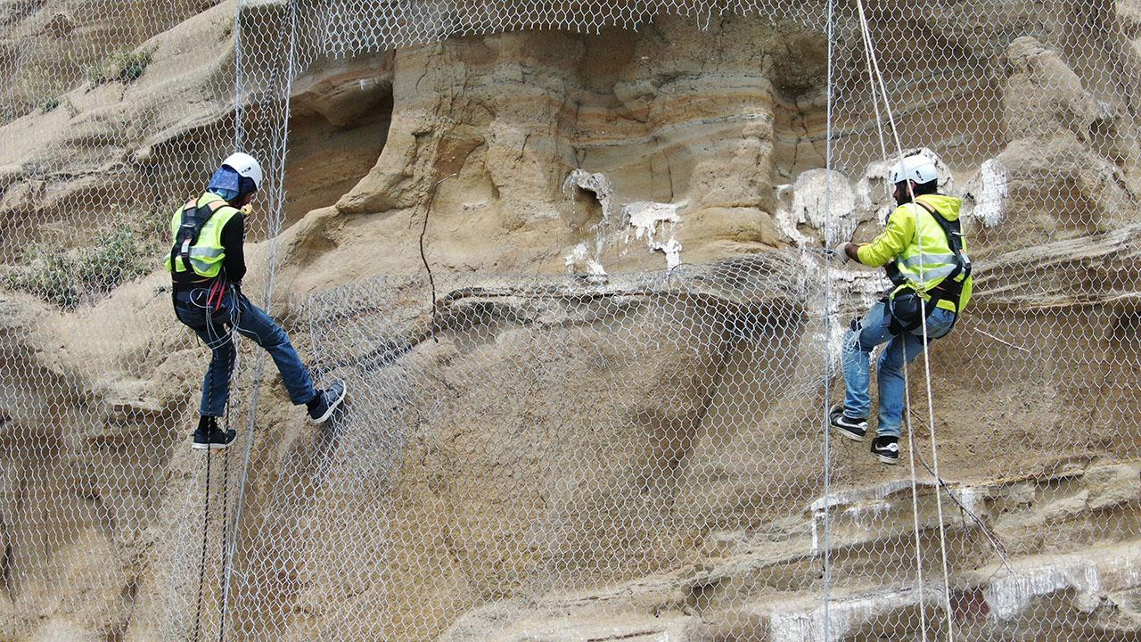 Silivri'de kuşları öldüren çelik ağlar kesiliyor
