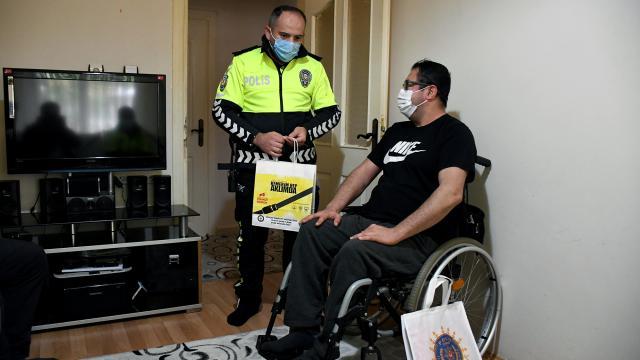 """Trafik kazası nedeniyle tekerlekli sandalyeye mahkum olan kişiden """"emniyet kemeri kullanma"""" çağrısı"""