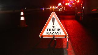 Bartın'da aydınlatma direğine çarpan araç hurdaya döndü: 1 ölü, 2 yaralı