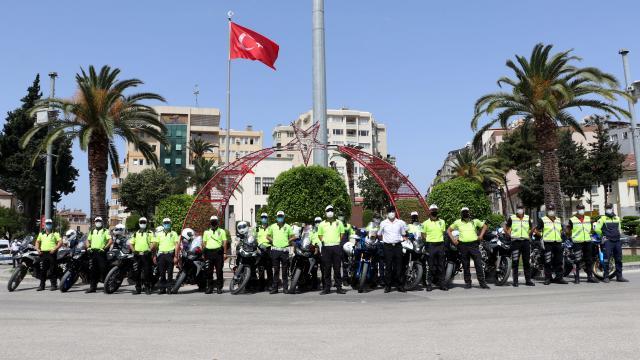 Hatayda polis ve jandarma ekipleri Trafik Haftası dolayısıyla kortej yaptı